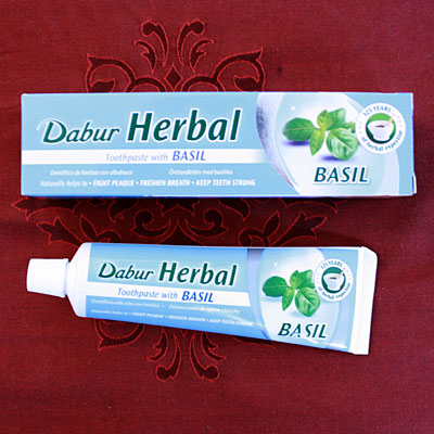 Dabur Herbal Basil Toothpaste, 100 g