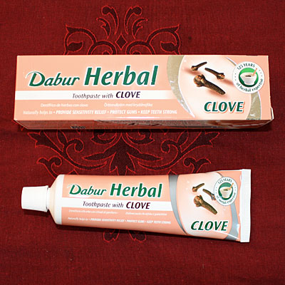Dabur Herbal Clove Toothpaste, 100 g