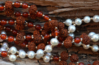 Tantric Necklace Mala Rudraksha, Karneol, Perle & Gold
