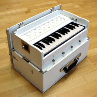 Harmonium Sat Nam Travel, White