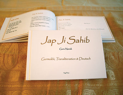 Jap Ji Sahib Gurmukhi - german, translated by Sat Hari Singh